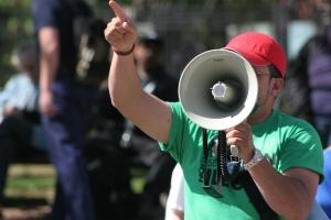 Avez-vous besoin de colère pour soutenir votre participation politique?